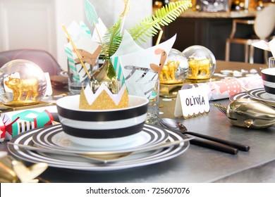 Fun Christmas holiday table setting. & Christmas Cracker Place Setting Images Stock Photos u0026 Vectors ...