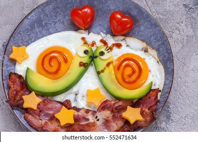 Fun food. Snails breakfast for Valentine day