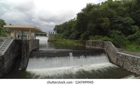 Function of dam sluice to manage water flow out