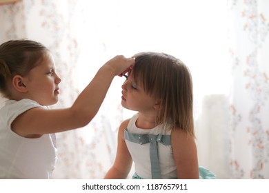 funny friends sisters play with mother's cosmetics, family relationships and friendship and small make-up artists