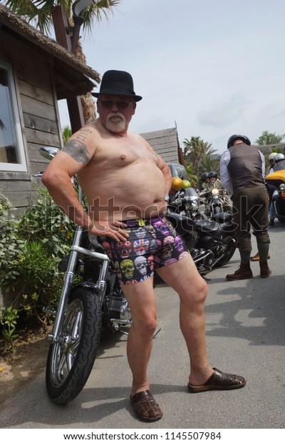 Auf motorrad mann fetter Dicker Mann