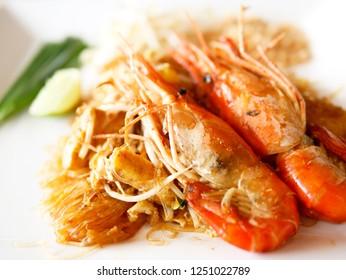 fusion menu : Glass noodle PadThai with river prawn