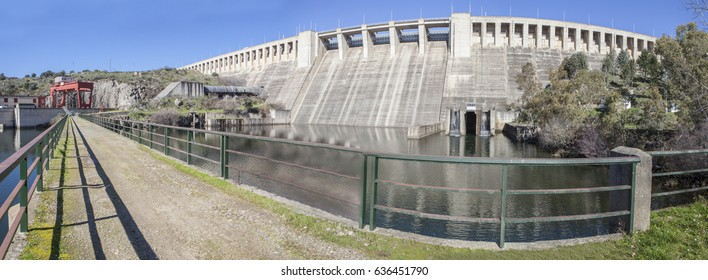 Gabriel y Galan reservoir, Caceres, Spain. Hydro-electric plant area