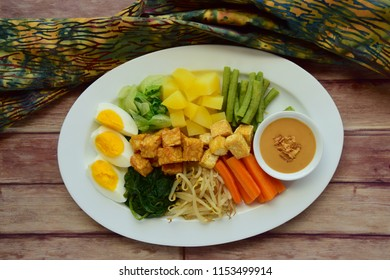 Gado-gado, traditional Indonesian vegetable salad. Made from potato, carrot, string bean, tofu, tempeh, egg, spinach and bean sprouts served with peanut sauce