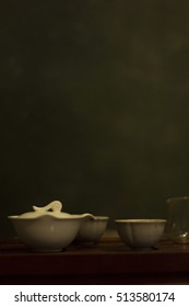Gaiwan and cups on a green background