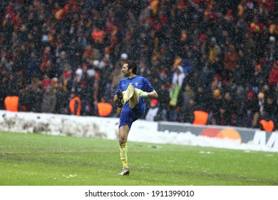 Galatasaray defeated Juventus 1-0 in the Champions League at the Istanbul Turk Teletom Arena Stadium, which was postponed due to snow on December 11, 2013. Goalkeeper Gianluigi Buffon.