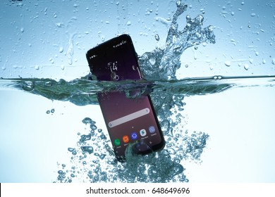 Galaxy S8 in water