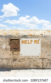 Gallipoli, Apulia, Italy - Seems like everybody forgot about this cry for help