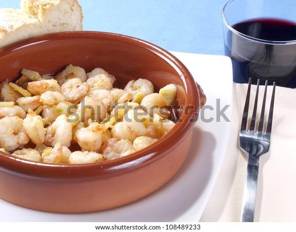 Gambas al ajillo � Fried shrimps with garlic