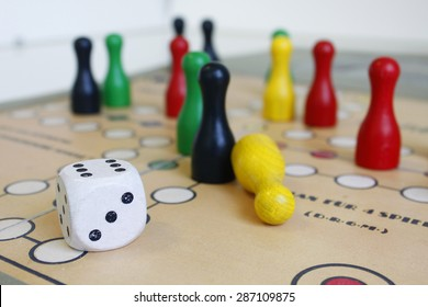 game cube figure playing boardgame