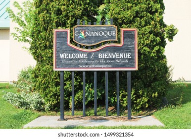 """Gananoque, Canada - August 13, 2017: Tourist Information signpost """"Welcome"""". Canadian Gateway to the 1000 Islands."""