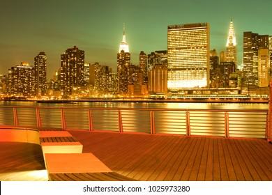 Gantry Plaza State Park and Manhattan skyline, New York City, NY, USA