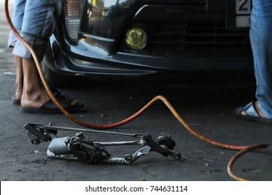 Garage service by worker