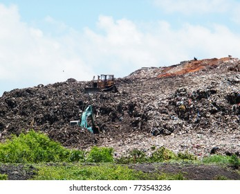 Garbage mountain Sri Lanka. Colombo waste management point
