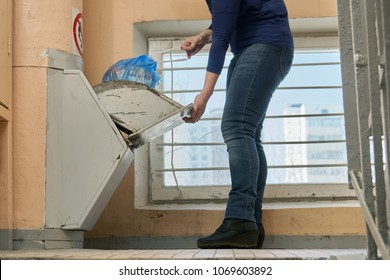 Garbage removal using a home garbage chute in Moscow dwelling house