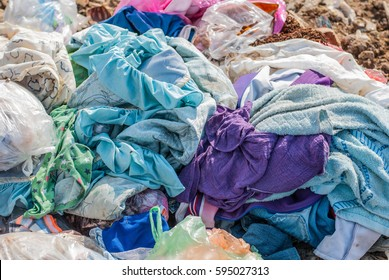 Garbage sharp Fragments of materials destroyed the construction of food waste, old clothes were dropped along the flow. From passing drivers who do not respect community rights.