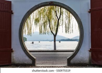Garden building round arch