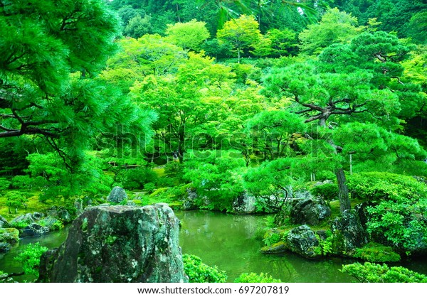 https://image.shutterstock.com/image-photo/garden-ginkakuji-kyoto-600w-697207819.jpg