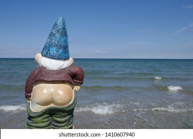 Garden gnome with bare bottom makes holidays by the Baltic Sea (not copyrighted) Sehlendorfer Beach in Schleswig-Holstein, Germany, Europe