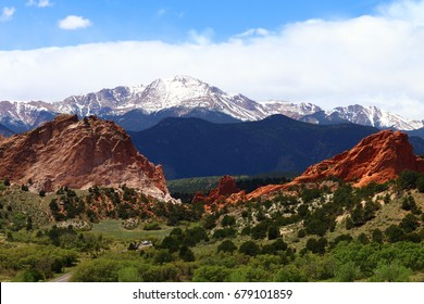 Garden of the gods contrast in the beginning of summer