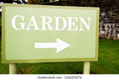 Garden sign with indication on the right