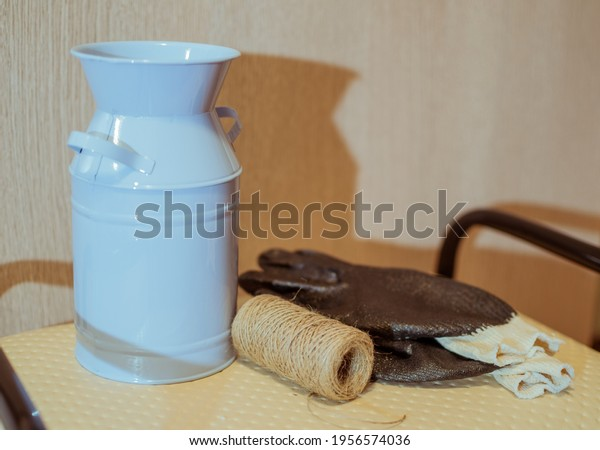 gardening-tools-blue-metal-bucket-600w-1