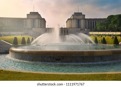 Gardens of the Trocadero: Chaillot Palace and fountain of Warsaw, Paris, France