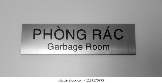 Gargage room sign with vietnamese translation - phong rac