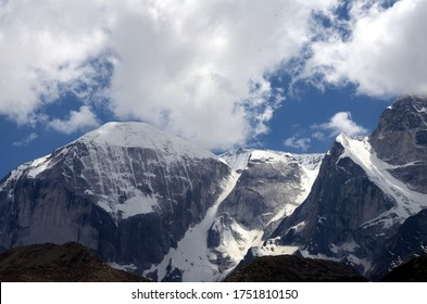 the garhwal himalaya beautiful view