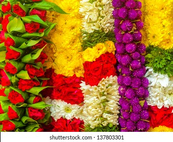 Garland of mutiple colors of flower