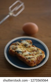 garlic bread on the dish with egg