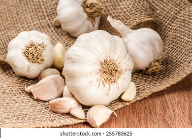 garlic bulbs with garlic cloves