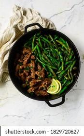 steak de beurre d'ail et filet de haricots verts..mise au point sélective