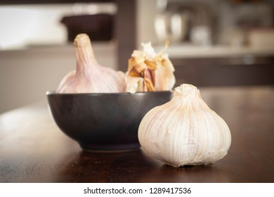 garlic clovesin kitchen