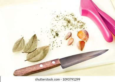 Garlic seasoning, bay leaves and oregano - Cooking preparation