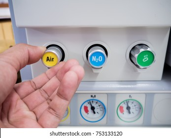 Gas adjustment in anesthesia machine in hospital operating room