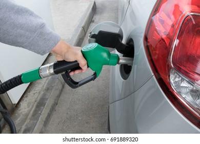 gas up a car