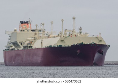 GAS CARRIER - Portrait of a big ship to transport gas