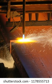 Gas cutting of the hot metal in plant