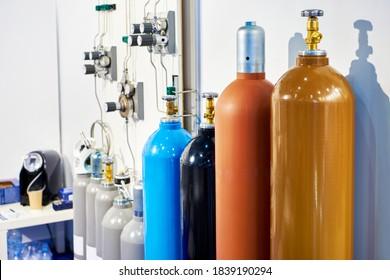 Bouteilles à gaz et équipements de mesure à l'exposition