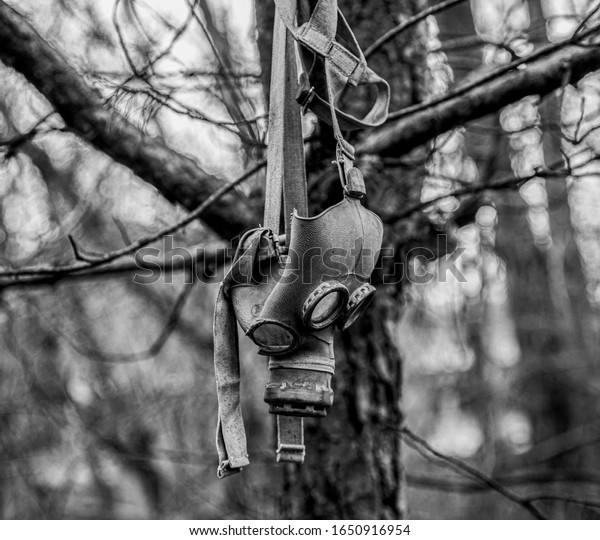 gas-mask-hanging-tree-abandoned-600w-165