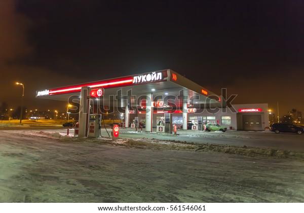 Find Me The Closest Gas Station >> Gas Station Lukoil Minsk On Night Arkistokuva Muokkaa Nyt