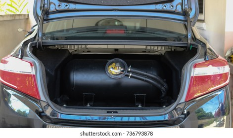 Gas tanks are installed in a car for the 2 fuel system.