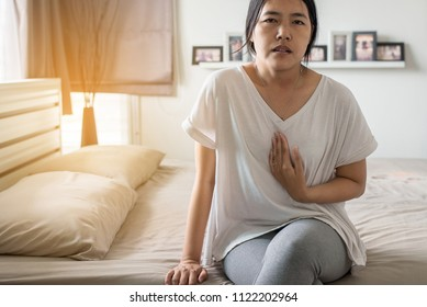 Gastroesophageal reflux disease,Woman having or symptomatic reflux acids,Because the esophageal sphincter that separates the esophagus and stomach dysfunction