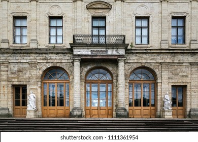 """Gatchina, St.Petersburg, Russia - 10 June 2018: The Gatchina Museum-Reserve. The Palace Park. The entrance to the palace decorated with statues """"War and power"""" and """"Peace"""""""