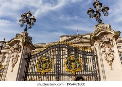 Gate of Buckingham Palace in London