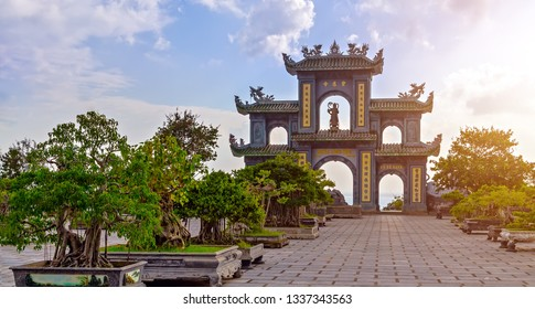 Gate of dragon sculpture on the roof Son Tra Linh Ung Pagoda in Da Nang, Vietnam