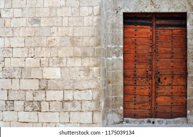 The gate of a Mardin house in the streets of Mardin