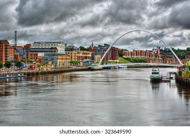 Gateshead Millennium Bridge in Newcastle upon Tyne (England), HDR-technique
