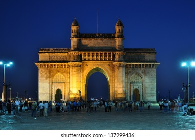Gateway of India at dusk in Mumbai, India.